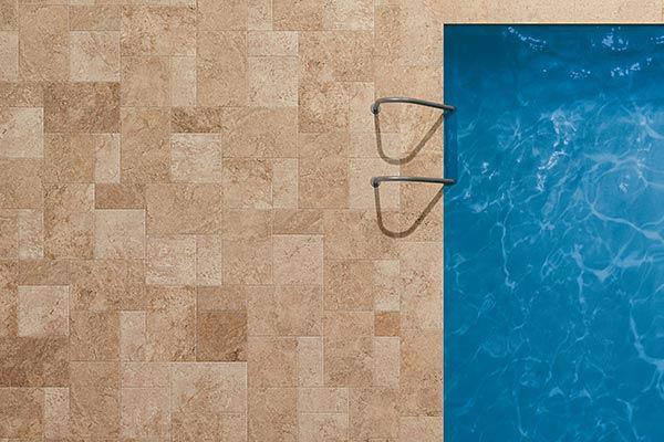 piastrella effetto pietra piscina