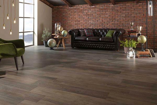 piastrelle finto legno pavimento interno